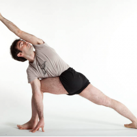Advanced Senior II teacher David Meloni till Iyengar yogacenter i Björkekärr Göteborg